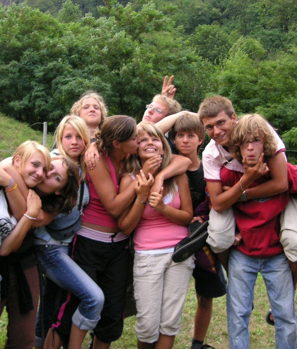 Jugendliche der Evangelischen Jugend Süderelbe machen ein verrücktes Gruppenfoto