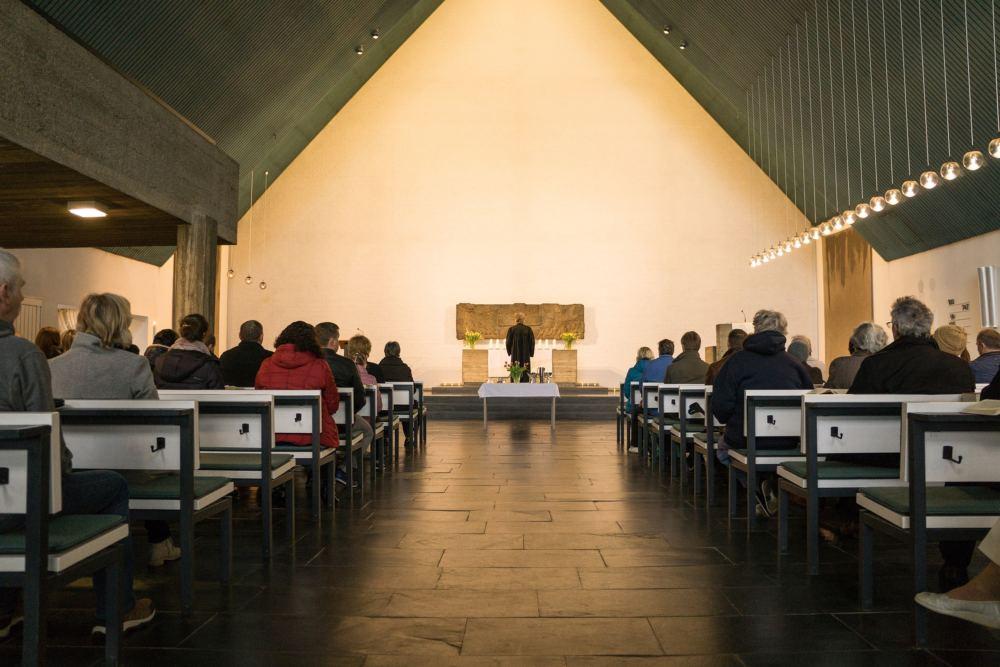 Innenansicht der Cornelius-Kirche während eines Gottesdienstes