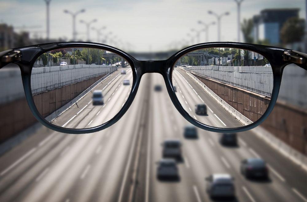 Blick durch eine Brille - alles ist deutlich zu erkennen