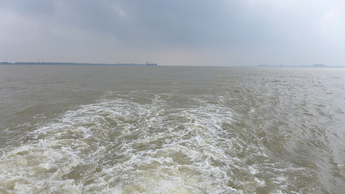 Auf der Elbe.