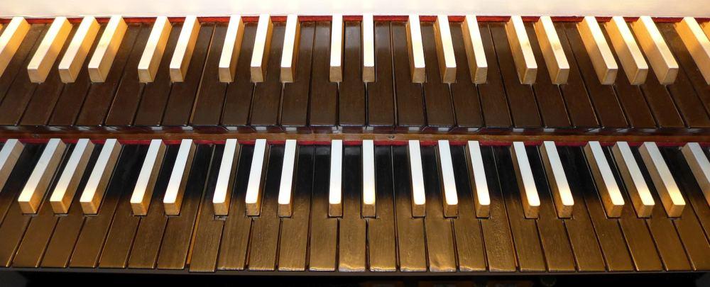 Manuale der Hillebrand-Orgel in der Cornelius-Kirche