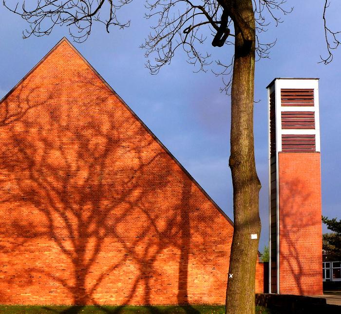 Ostgiebel der Cornelius-Kirche